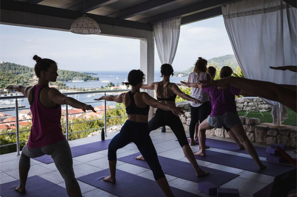 10 reasons to go on a yoga retreat summersalt yoga